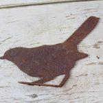 Rusty metal sitting bird (MB-8)