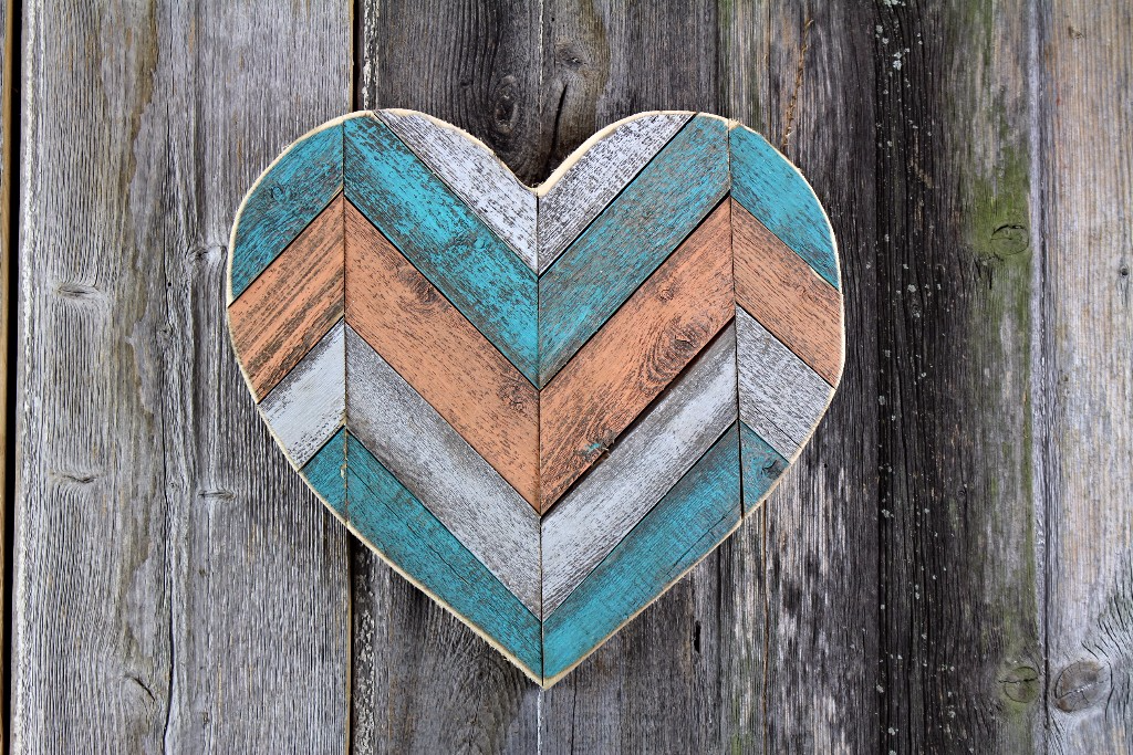 painted chevron pallet heart small