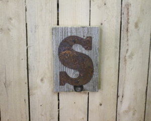 "6"" Rusty flat letter on barn woodback"